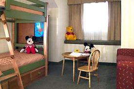 Raffles_bunkbed_suite