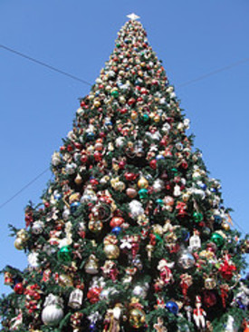 Disneyland_christmas_tree