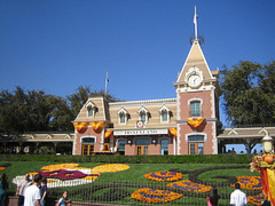 Disneyland_entrance_fall